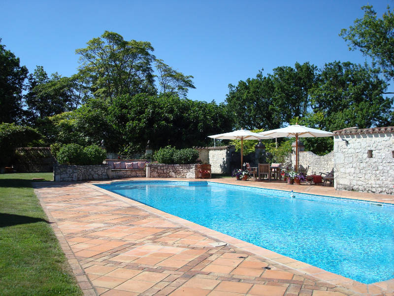 Vacation rental france with swimming pool the pigeonnier at la taupe for A swimming pool is 50m long and 20m wide